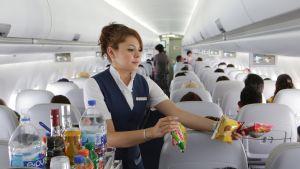 Lentoemäntä työssään