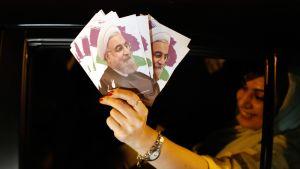 Hassan Rouhanin kannattaja vaalikampanjan viimeisenä päivänä.