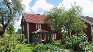 Melukylän kolmen talon pihapiiri sijiatsee Sevedstorpin kylässä