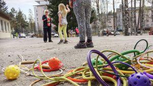 Koululaisia iltapäivätoiminnassa Tampereella.
