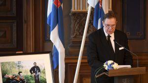 Entinen pääministeri Paavo Lipponen pitää muistopuhetta presidentti Mauno Koiviston valtiollisten hautajaisten muistotilaisuudessa.