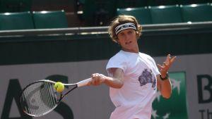 Saksan Alexander Zverev voitti Rooman Masters-turnauksen finaalissa Novak Djokovicin.