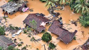 Tulvavesi on tuhonnut koteja