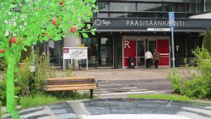 Tampereen yliopistollisen sairaalan pääsisäänkäynti