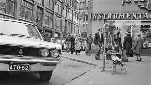 Mikonkadulla oleva pysäköintimittari vuonna 1971.