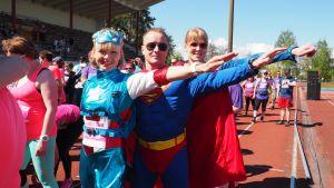 Pullukka Run 2017 osallistujia pukeutuneina supersankareiksi.