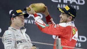 Palkintokorokkeella Nico Rosberg ja Sebastian Vettel