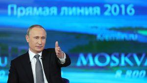 Vladimir Putin vastasi kansalaisten kysymyksiin tv-ohjelmassa huhtikuussa 2016.