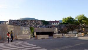 Temppeliaukion kirkon eteen pystytetyt betoniesteet, 19. kesäkuuta.