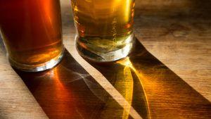 olutta kahdessa tuopissa