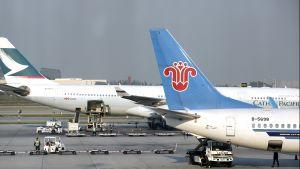 China Southern Airlines -yhtiön lentokone lentokentällä.