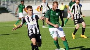 VPS:n Joonas Vahtera ja Ljubljanan Goran Brkic