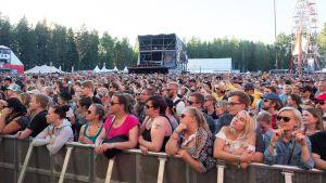 Ultra Bra esiintyi Provinssi-festivaaleilla Seinäjoella