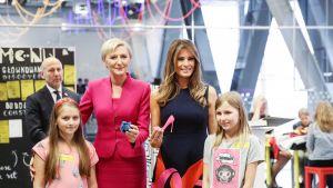 Agata Kornauser-Duda ja Melania Trump vierailevat Kopernikus-tiedekeskuksessa Varsovassa