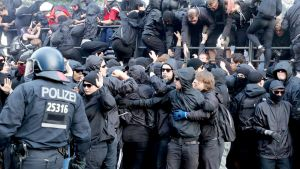 Protesters clash with Police during the demonstration 'Welcome to Hell' at the Fish Market (fischmarkt) ahead of the G20 summit in Hamburg, Germany, 06 July 2017.