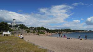 Hangon rannat täyttyivät takavuosina juhlijoista koko Itäsataman ja Bellevuen väliseltä matkalta.