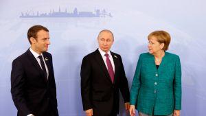 Ranskan presidentti Emmanuel Macron, Venäjän presidentti Vladimir Putin ja Saksan liittokansleri Angela Merkel tapasivat G20-kokouksessa lauantaina.
