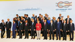 G20-johtajat ryhmäkuvassa.