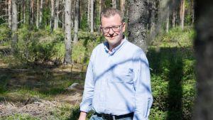 KaiCell Fibers Oy:n toimitusjohtaja Jukka Kantola metsässä.