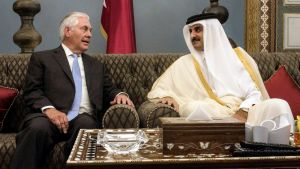 Yhdysvaltain ulkoministeri Rex Tillerson tapasin tänään Qatarin emiiri Sheikki Tamim bin Hamad Al Thanin Qatarissa.