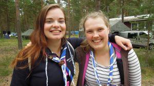 Säihkeen viestintäjohtaja Venla Monter ja ohjelmajohtaja Iiris Somervuori ovat innoissaan pitkään valmistellun leirin alkamisesta.