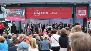 Yleisöä SuomiAreenassa 2017.