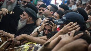 Kopti-kristityt surevat iskussa kuolleita omaisiaan toukokuussa.