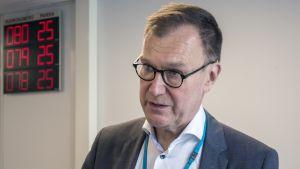 Pohjois-Savon sairaanhoitopiirin johtaja Risto Miettunen.