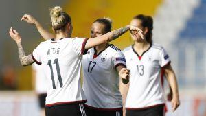 Saksan jalkapallonaiset kuvassa