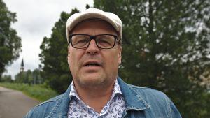 Kansanedustaja Matti Torvinen (sin.)