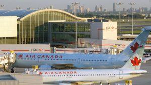 Air Canadan koneita Toronton Pearsonin lentokentällä.