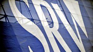 SRV-logo Työmaan edustalla Helsingissä.