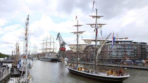 Tall Ships Race tunnelmaa Turun Aurajioella heinäkuussa 2017.