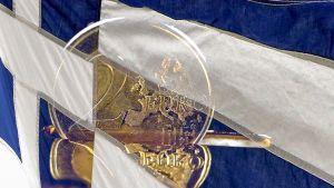 kreikan lippu ja kahden euron kolikko
