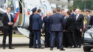 Presidentti Vladimir Putin saapui Savonlinnaan helikopterilla.