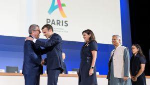 KOK:n puheenjohtaja Thomas Bach ja Ranskan presidentti Emmanuel Macron tapasivat heinäkuussa.