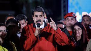 Venezuelan presidentti Nicolás Maduro puhuu kannattajilleen vaalien jälkeen.