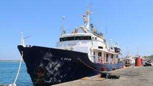 Maahanmuuttoa vastustavan Defend Europe-ryhmän C-Star -alus kuvattuna Famagustan satamassa Kyproksella 27. heinäkuuta.