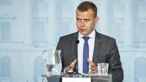 Petteri Orpo esittelee vuoden 2018 budjettiehdotuksensa.