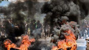 Hallitusta vastustavia mielenosoittajia Valencian kaupungissa Venezuelassa 6. elokuuta.