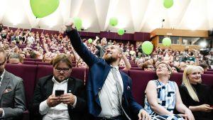 Touko Aalto Vihreiden puoluekokouksessa.