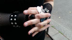 Mielenterveyspotilas Mari, kädet