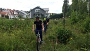 Koskimaat maastopyöräilemässä