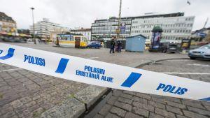 Poliisin eristysnauhaa Turun torilla perjantaina 18. elokuuta 2017.