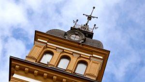 Oulun kaupungintalon torni.