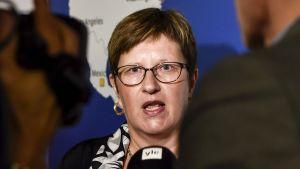 Suomen Marokon-suurlähettiläs Anne Vasara median haastateltavana Suomen suurlähettiläiden kokouksessa Helsingissä maanantaina 21. elokuuta 2017.