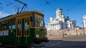 raitiovaunu ja suurkirkko