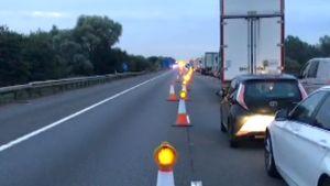 Autojono moottoritiellä Englannissa.