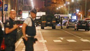 Sotilaat ja poliisi partioivat Brysselin keskustan kaduilla.