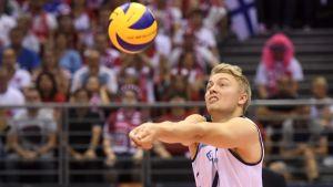 Lauri Kerminen lentopallon EM-kilpailujen ottelussa Suomi vs Puola